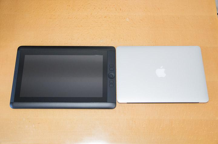 MacBook Airとの奥行き比較