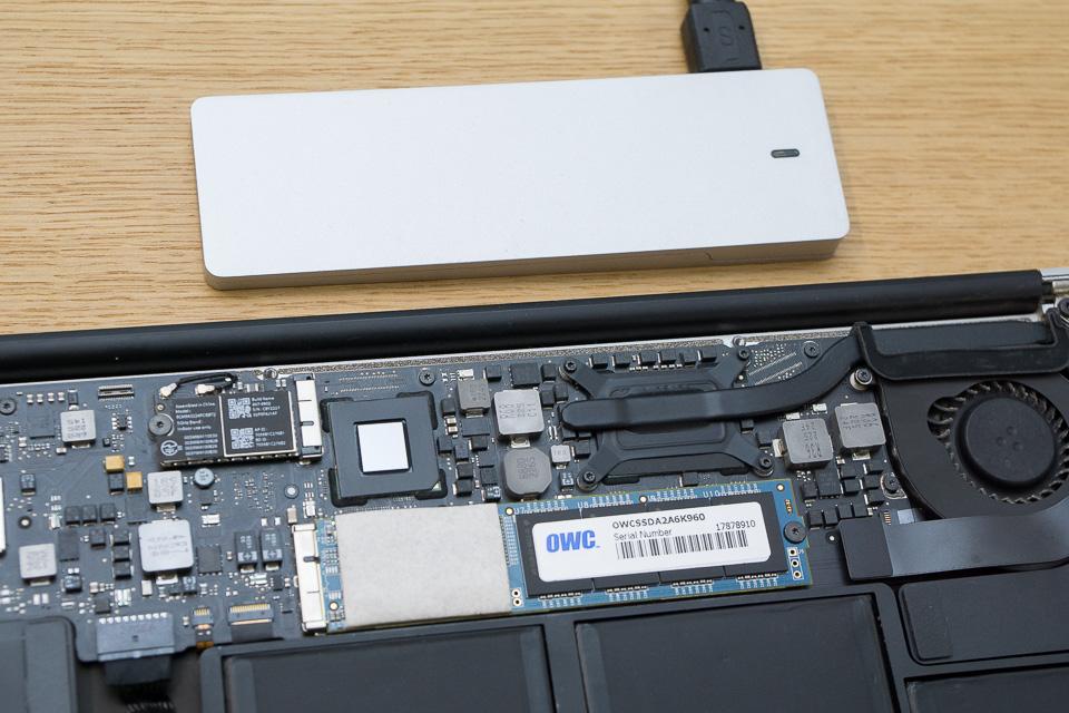 SSDケース、OWC EnvoyとSSD 960GBの大きさ比較