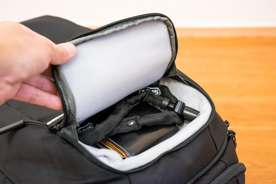 財布とチェーンロックが一緒に入る。