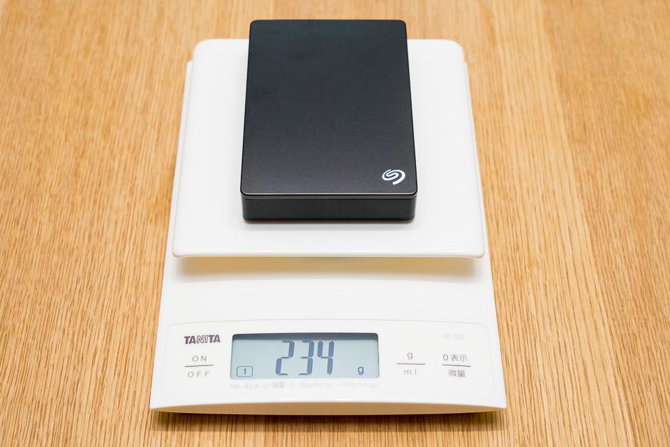 5TBの重量は234gと、Fast 4TBよりも78g軽量